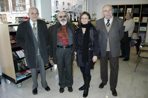 Emilio Ramia, Andreu Muntaner, Marta Canals y Antoni Vila, momentos antes de comenzar la presentación de la revista.