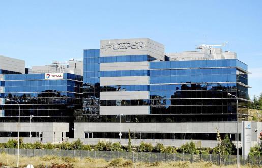 Fotografía de archivo de los edificios de Cepsa y Total en Madrid.