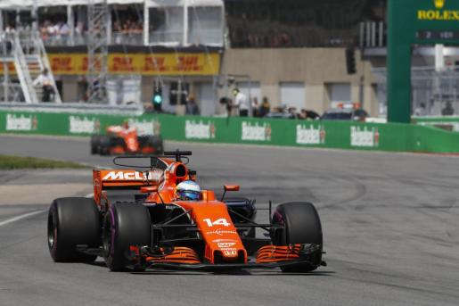 El español Fernando Alonso conduce su monoplaza durante el Gran Premio de Canadá de Fórmula 1.