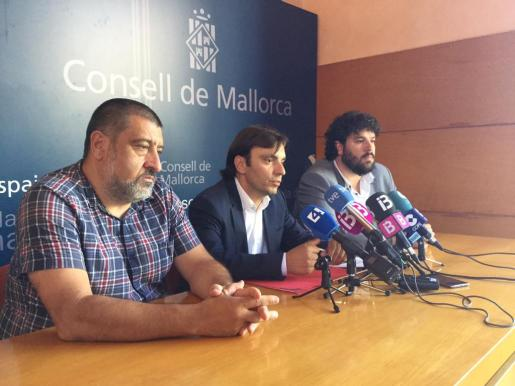 Jesús Jurado, Francesc Miralles y Lluís Apesteguia han ofrecido una rueda de prensa tras concluir la comisión de Patrimonio.