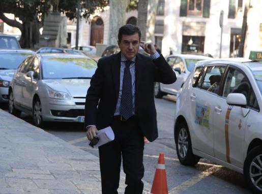 Imagen de Jaume Matas de camino a la Audiencia en Palma.