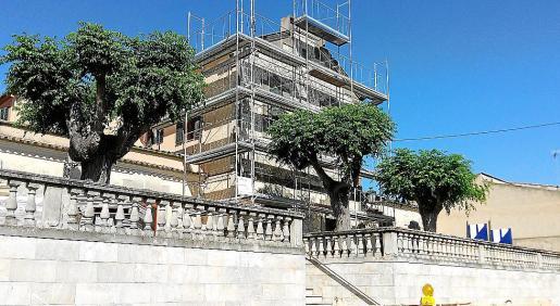 Estos días se está realizando el nuevo tejado de la Casa de Cultura de Sant Joan.