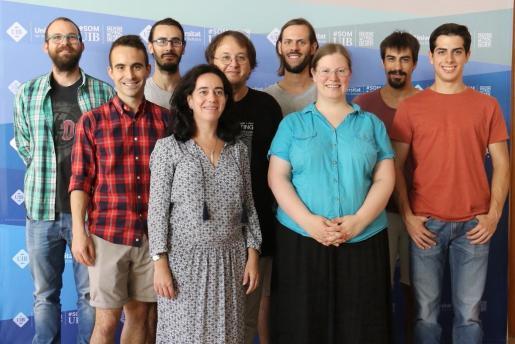 La UIB contribuyó a la tercera detección de ondas gravitacionales. Alícia Sintes, a la izquierda, con su grupo de investigación de Relativitat i Gravitació de la UIB.