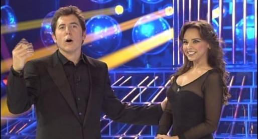 El presentador Manel Fuentes y la cantante Chenoa durante un programa de 'Tu cara me suena'.