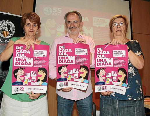 Es el lema de la Diada per la Llengua 2017, que fue presentada este jueves por Marisa Cerdó (a la izquierda), de la entidad Tots Plegats; Jaume Mateu, presidente de la OCB; y Lila Thomàs, de la junta de la OCB.