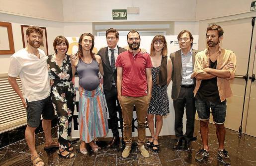 Gaspar Morey, Mónica Pérez, Catalina Carrasco, Carlos Forteza, Sergio Baos, Clara Ingold, Francesc Miralles y Diego Ingold, en el Teatre Principal de Palma.