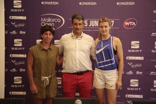 Carla Suárez, Antoni Homar y Eugenie Bouchard, durante la presentación del Mallorca Open 2017.