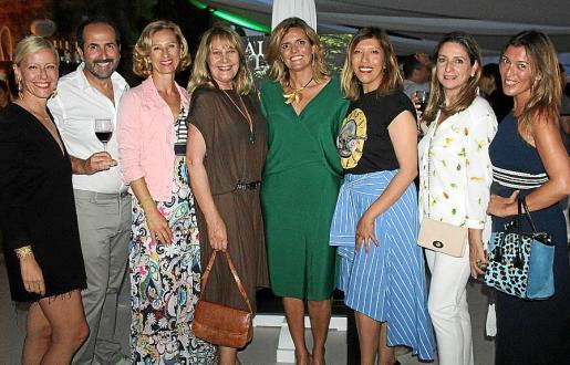 Anuska Menéndel, Antonio Fernández-Coca, Heidi Stadler, Águeda Ropero, Isabel Guarch, Gema Muñoz, Alicia Polo y María Navalón.