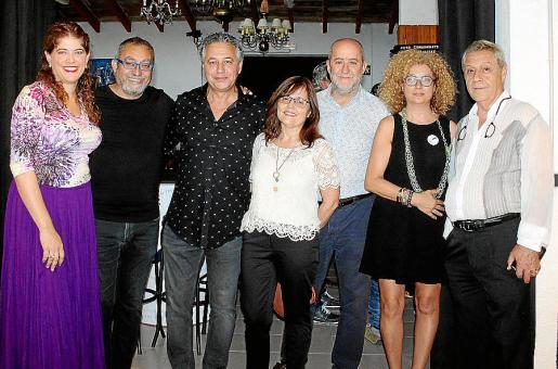 La regidora de Educació de Marratxí, Aina Amengual; Toni de la Mata, Xisco Barceló, María Bestard, Joan Francesc Canyelles, alcalde de Marratxí; Marga González y Basilio Escudero.