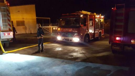 Incendio en una fábrica de pirotecnia de Lloret de Vistalegre.