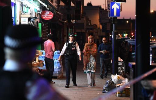Policías, en la zona donde ha tenido lugar el atropello.