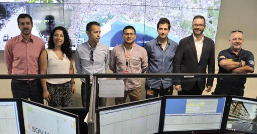 El alcalde de Palma, José Hila, y la concejala de Seguridad Ciudadana, Angélica Pastor, han asistido a la inauguración de la renovación de la emisora del 092 de la Policía Local.