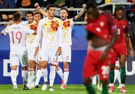 Los jugadores de España celebran su triunfo ante Portugal.
