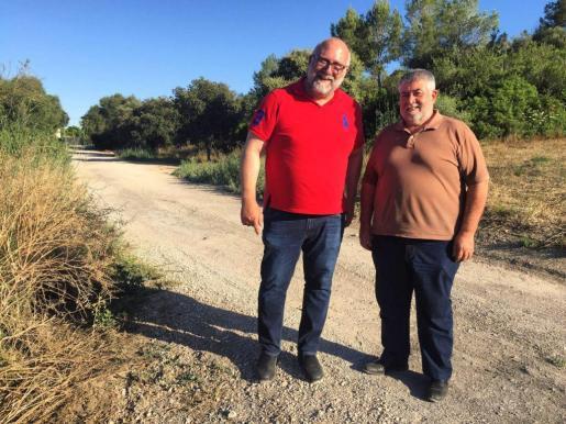 Joan Font i Xisco Martorell duran la visita al futur projecte d'adequació del camí de Sa Via, a Santa Eugènia.