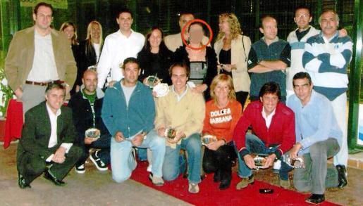 La testigo clave (en un círculo) aparece en 2006 entre Gijón y Orta durante el torneo de pádel que organizó para la Policía Local.