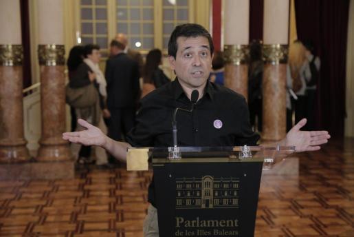 En opinión de Martí, el Gobierno prioriza el castellano por encima del resto de lenguas cooficiales.