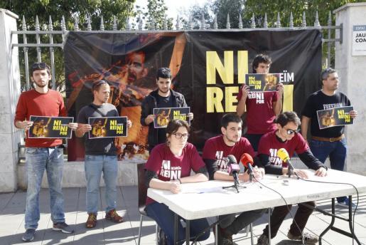 En lugar de acudir a las dependencias judiciales, donde estaba previsto que declararan por videoconferencia, los jóvenes ofrecieron una rueda de prensa en el Parc de Ses Estacions de Palma para explicar su negativa.