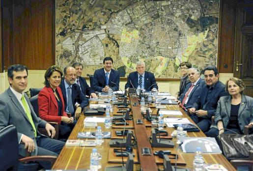 Un momento de la reunión de la Comisión Ejecutiva de la FEMP celebrada ayer en Vitoria.