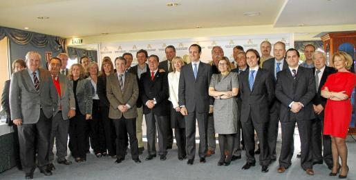 José Ramón Bauza, junto a Marilén Pol y Alvaro Gijón, en la reunión con la Federacion Hotelera de Mallorca.