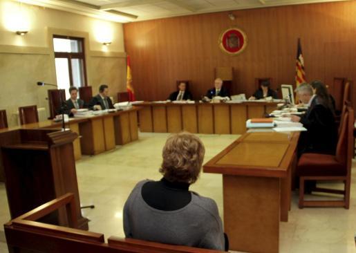 Imagen del juicio por maltrato a los padres de un niño que quedó en coma.