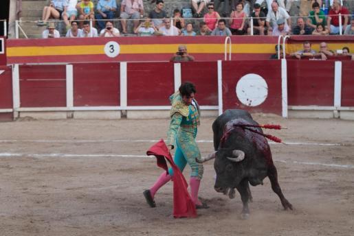 El festejo en la plaza Monumental de Muro estuvo a punto de no celebrarse porque los diestros exigieron cobrar antes de torear. En la foto, el torero Alberto Lamelas.