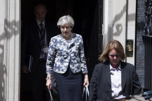 La primera ministra británica, a su salida del Downing Street en Londres.