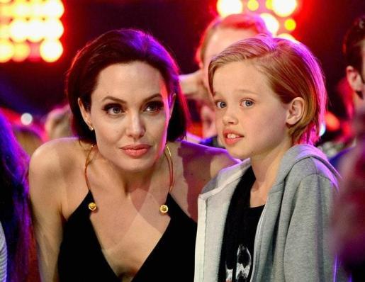 Shiloh junto a su madre, Angelina Jolie.