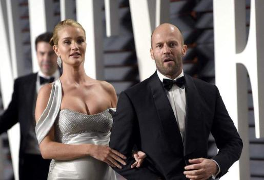 Jason Statham y la modelo Rosie Huntington-Whiteley.