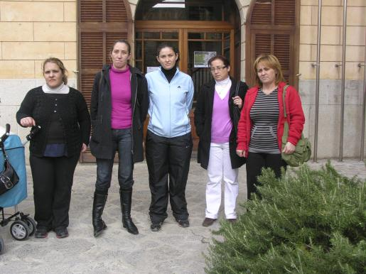 Las cinco socias de la cooperativa mostraron su preocupación.