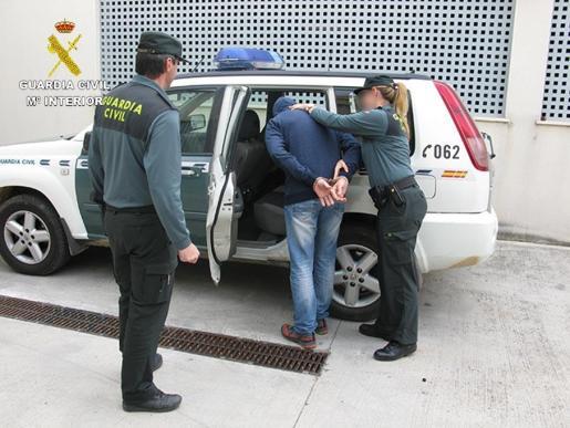 La Guardia Civil ha detenido a dos hombres acusados de delitos de agresión sexual.