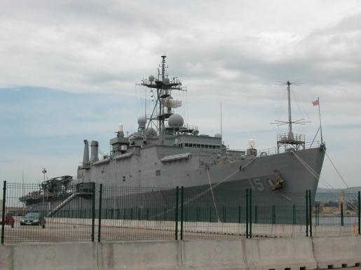 El ejército americano, por su parte, defiende su derecho a navegar por aguas internacionales, haciendo caso omiso del conflicto fronterizo que mantiene China con sus vecinos.