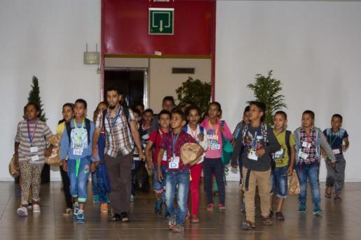 Momento de la llegada de los niños saharauis a Palma de Mallorca