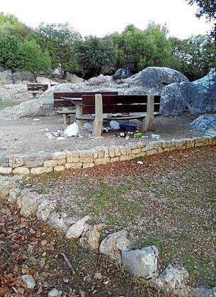 El alcalde reaccionó a la retirada de los contenedores de las áreas recreativas negándose a limpiar el Torrent de Pareis.
