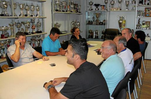 Un instante de la reunión de la cúpula directiva de la Peña Deportiva, ayer en las oficinas del club.