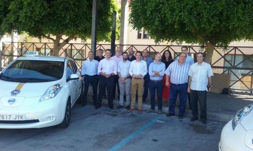 Imagen del conseller Marc Pons con representantes del sector.