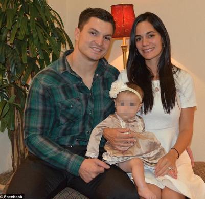Meghan Davidson, junto a su marido y uno de sus hijos.