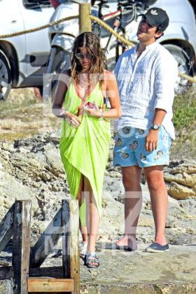 Felipe Juan Froilán junto a su novia María del Mar Torres-Fontes pasando unos días en Ibiza.