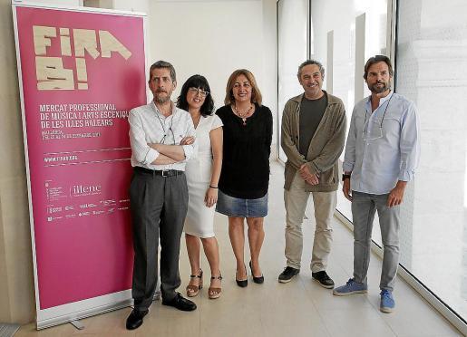Francesc M. Rotger, Noemí Garcies, Fanny Tur, Rafel M. Creus y Frederic Pinya, en el Arxiu del Regne de Palma, que acogió la presentación de Fira B!.