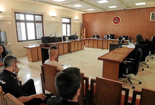 El agresor confeso, en el banquillo de los acusados de la Audiencia.