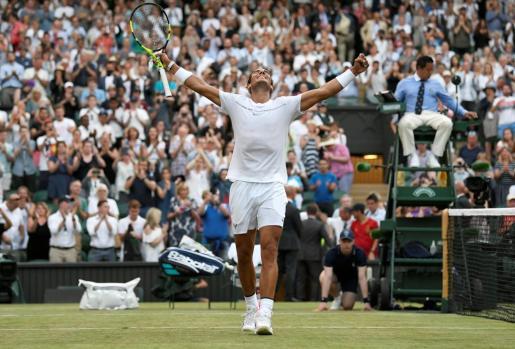 Rafael Nadal celebra su victoria ante Young.