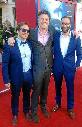 Ernest Riera; el director del filme, Johannes Roberts, y el montador, Martin Blinker.