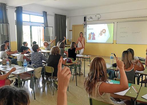 Para conseguir el curso sin libros, primero tienen que formarse los profesores. Así lo han hecho los docentes que se encargarán el curso que viene de los alumnos de 1º de ESO de Sant Josep Obrer.