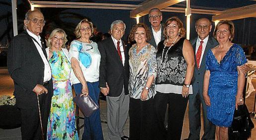 Antón Chacártegui, Mari Carmen Serra, Pilar Fernández, Fernando Mulet, Ana Morro, Pedro Comas, María Dolores Vicente, Jerónimo Sáiz y Mariángeles Montaner.