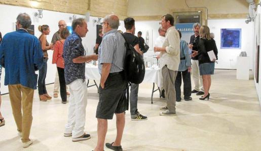 Un momento de la inauguración de la exposición 'En procés' este martes por la noche en Es Polvorí.