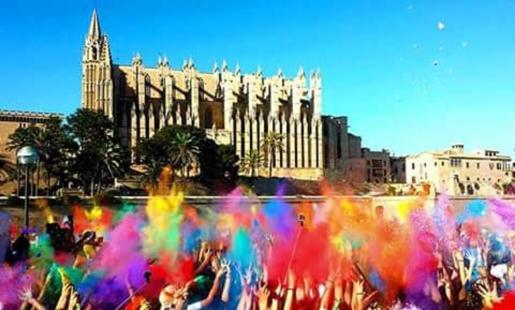 El consistorio se queja de los efectos de una fiesta 'Holi' en el Parc de la Mar de Palma.