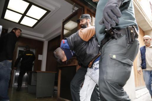 El autor confeso se entregó a la Guardia Civil.