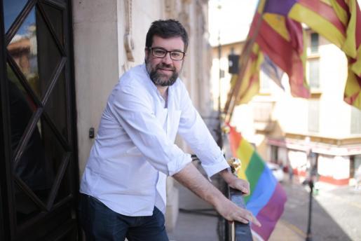 Imagen de archivo de Antoni Noguera en el balcón del Ayuntamiento de Palma.