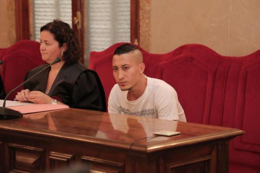 El acusado de asfixiar a su pareja en su domicilio de Son Servera en marzo de 2016, C.G.V.G., de 24 años, durante el juicio.