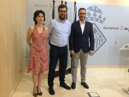Antonia Martín, Antoni Noguera y José Hila presentan una moratoria para la construcción de hoteles en diversas zonas de Palma.