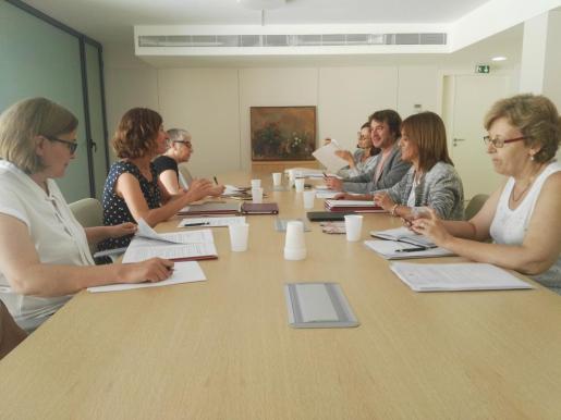 Los directores generales de Política Lingüística de las tres comunidades, Marta Fuxà (Baleares); Ester Franqueza (Generalitat de Cataluña), y Rubén Trenzano (Generalitat Valenciana) durante la reunión en Palma.